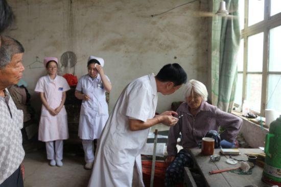 健康救助贫困患者,成都银康亦在行动